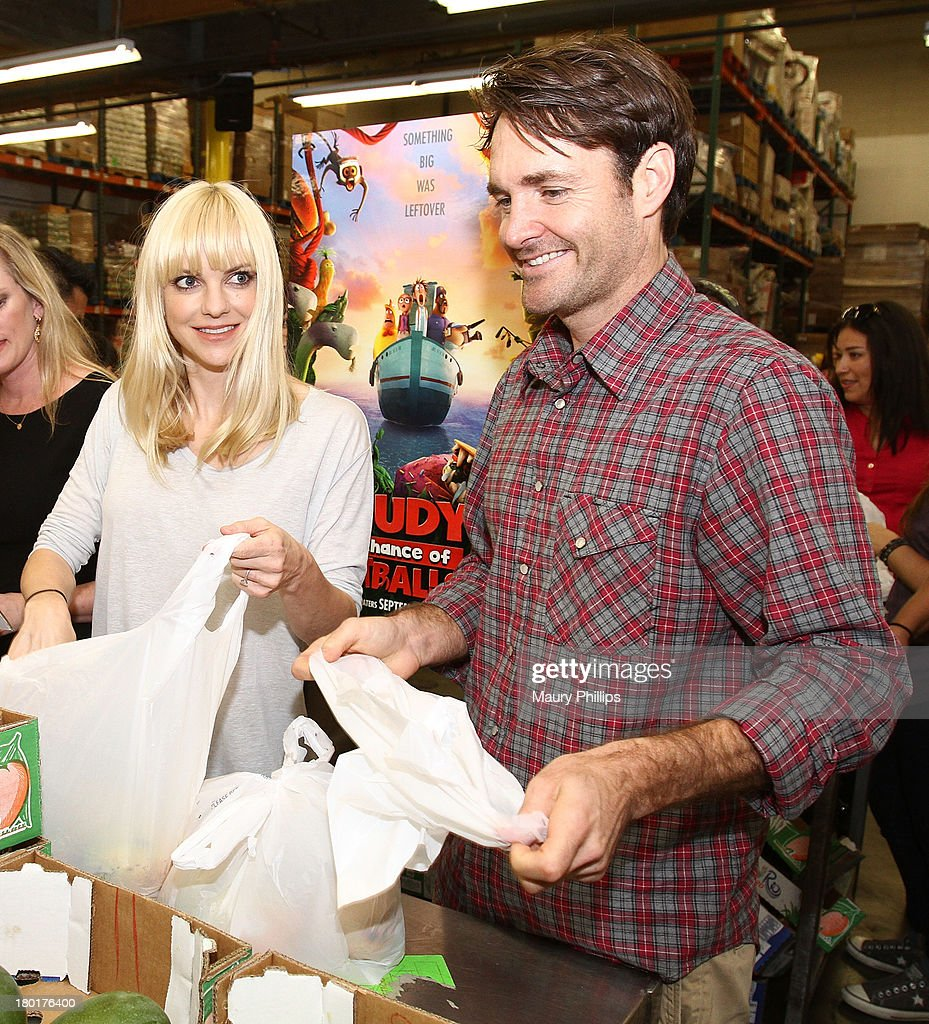Actors Anna Faris and Will Forte at the Los Angeles Regional Food Bank with Feeding America for Sony Pictures Animation's 'Cloudy with a Chance of Meatballs 2' on September 9, 2013 in Los Angeles, California.