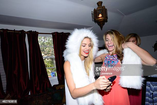 Actors AnnaLynne McCord and Rachel McCord backstage as Mayasutra hosts The Starving Artists Project on February 3 2015 in Los Angeles California