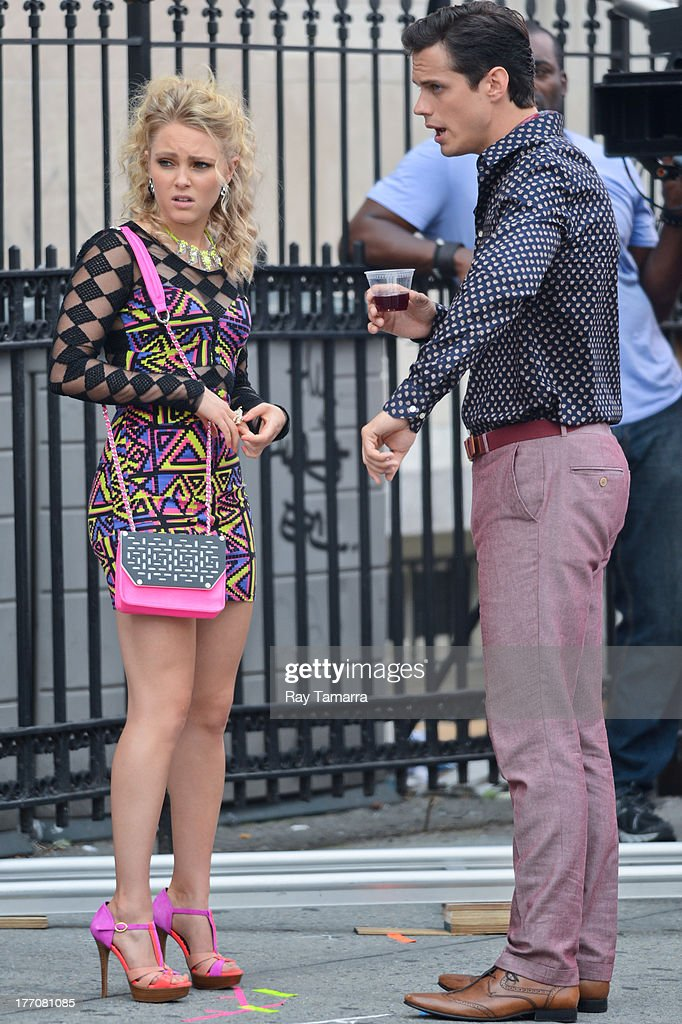 Actors AnnaSophia Robb (L) and Jake Robinson film a scene at the 'Carrie Diaries' set in the Lower East Side on August 20, 2013 in New York City.