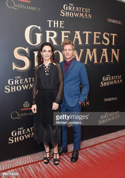 Actors Annie Parisse and Paul Sparks attend the 'The Greatest Showman' World Premiere aboard the Queen Mary 2 at the Brooklyn Cruise Terminal on...