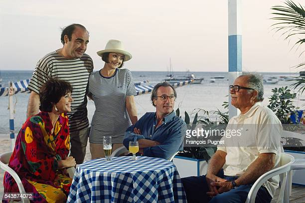 Actors Anny Duperey Philippe Khorsand Milena Vukotic Bernard Le Coq and Gabriele Ferzetti on the set of television series Une famille formidable...