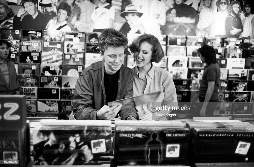 Anthony Michael Hall;Molly Ringwald : News Photo