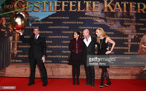 Actors Antonio Banderas Salma Hayek Christian Berkel and Andrea Sawatzki attend the German Premiere 'Der Gestiefelte Kater' at CineStar on November...