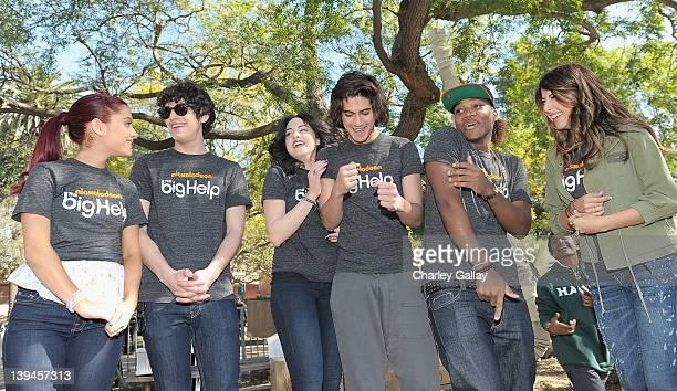 Actors Ariana Grande Matt Bennett Elizabeth Gillies Avan Jogia Leon Thomas III and Daniella Monet of Nickelodeon's hit series Victorious in...