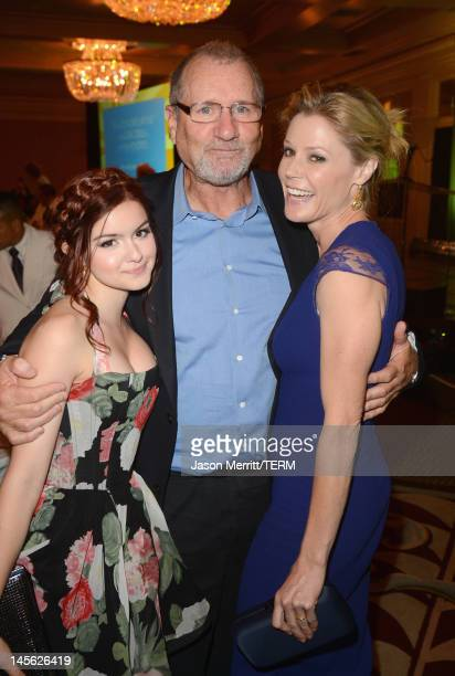 Actors Ariel Winter Ed O'Neill and Julie Bowen attend the 16th Annual Global Green USA Millennium Awards held at Fairmont Miramar Hotel on June 2...