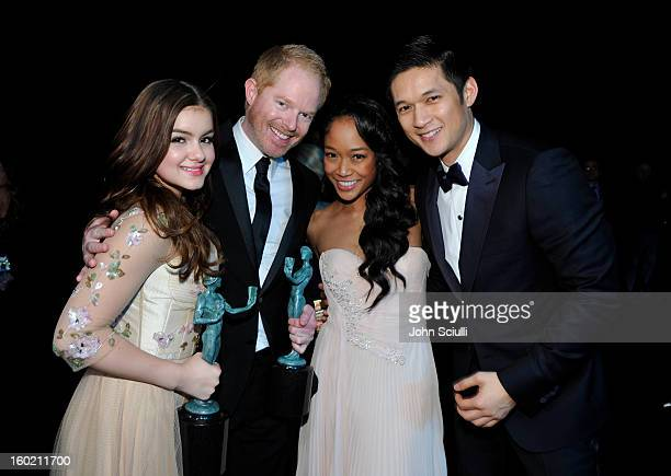 Actors Ariel Winter Jesse Tyler Ferguson Shelby Rabara and Harry Shum Jr attends the 19th Annual Screen Actors Guild Awards at The Shrine Auditorium...