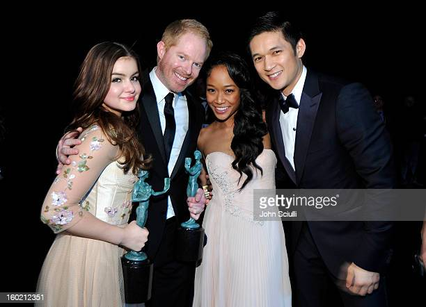 Actors Ariel Winter Jesse Tyler Ferguson Shelby Rabara and Harry Shum Jr attend the 19th Annual Screen Actors Guild Awards at The Shrine Auditorium...