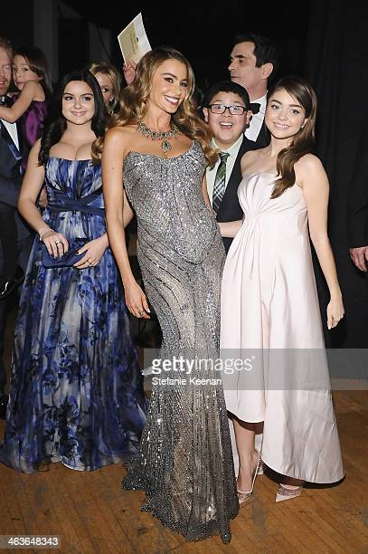 Actors Ariel Winter Sofía Vergara Ty Burrell Rico Rodriguez and Sarah Hyland attend the 20th Annual Screen Actors Guild Awards at The Shrine...