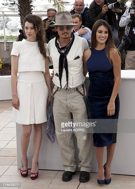 Actors Astrid BergesFrisbey Johnny Depp and Penelope Cruz attend the 'Pirates of the Caribbean On Stranger Tides' Photocall during the 64th Annual...