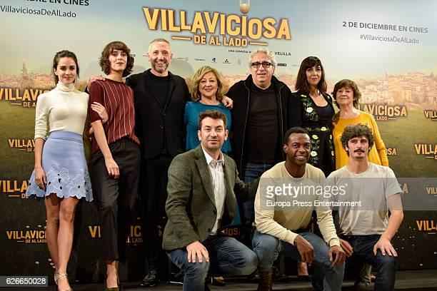 Actors attend 'Villaviciosa de al lado' photocall at Palacio de los Duques hotel on November 29 2016 in Madrid Spain