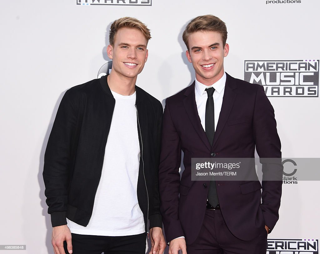 Actors Austin Rhodes (L) and Aaron Rhodes attends the 2015 American Music Awards at Microsoft Theater on November 22, 2015 in Los Angeles, California.
