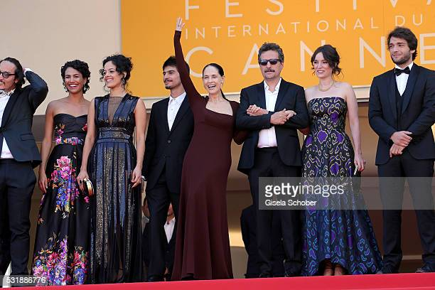 Actors Barbara Colen Maeve Jinkings guest Sonia Braga director Kleber Mendonca Filho Emilie Lesclaux and Humberto Carrao attend the 'Aquarius'...