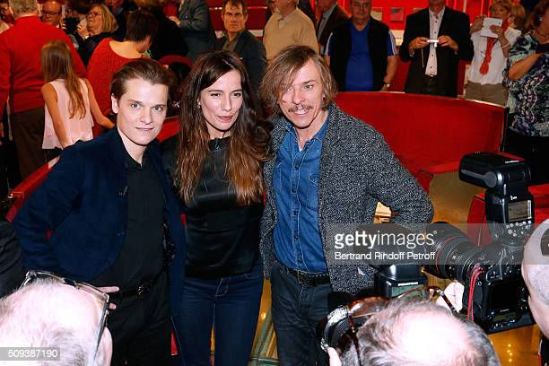 Actors Benabar Zoe Felix and Pascal Demolon present the Theater Play 'Je vous ecoute' performed at Theatre Tristan Bernard and pose for Photographers...