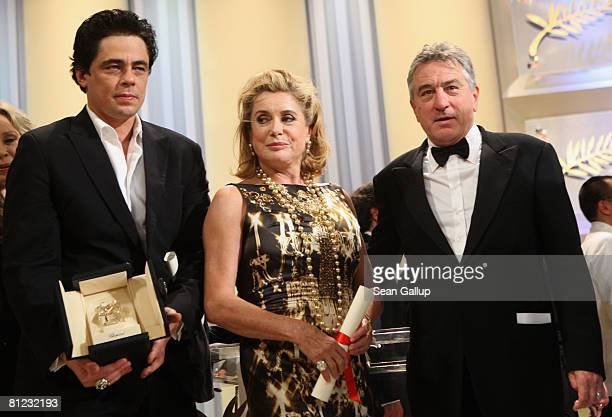 Actors Benicio del Toro Catherine Deneuve and Robert De Niro pose for photographers during the Palme d'Or Closing Ceremony at the Palais des...