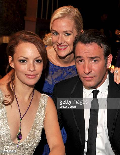 Actors Berenice Bejo Penelope Ann Miller and Jean Dujardin attend The 18th Annual Screen Actors Guild Awards broadcast on TNT/TBS at The Shrine...