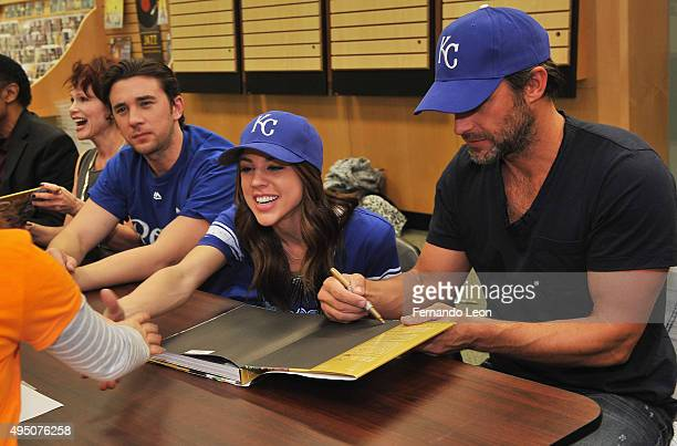 Actors Billy Flynn Kate Mansi and Greg Vaughan greet their fans during the Days Of Our Lives book signing at the Oak Park Mall Barnes And Noble on...