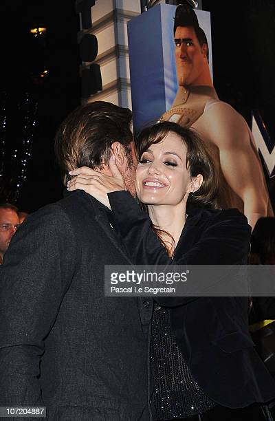 Actors Brad Pitt and Angelina Jolie arrive to attend the 'Megamind' Paris premiere on November 29 2010 in Paris France