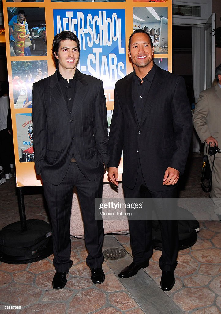 ¿Cuánto mide Brandon Routh? - Real height Actors-brandon-routh-and-dwayne-the-rock-johnson-attend-the-los-picture-id73387985