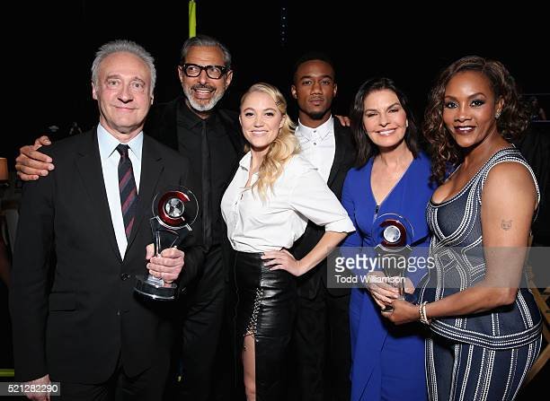 Actors Brent Spiner Jeff Goldblum Maika Monroe Jessie Usher Sela Ward and Vivica A Fox accept the Ensemble of the Universe Award for Independence Day...