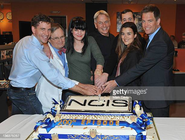 Actors Brian Dietzen David McCallum Pauley Perrette Mark Harmon Sean Murray Cote de Pablo and Michael Weatherly pose at CBS' NCIS celebration of...