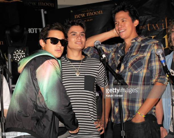 Actors Bronson Pelletier Kiowa Gordon and Chaske Spencer appear onstage at Summit's The Twilight Saga New Moon Cast Tour at Hollywood and Highland on...