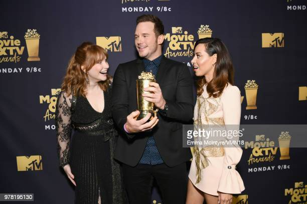 Actors Bryce Dallas Howard Chris Pratt winner of t he MTV Generation Award and Aubrey Plaza pose during the 2018 MTV Movie And TV Awards at Barker...