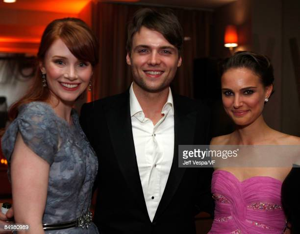 Actors Bryce Dallas HowardSeth Gabel and Natalie Portman attend the 2009 Vanity Fair Oscar party hosted by Graydon Carter at the Sunset Tower Hotel...