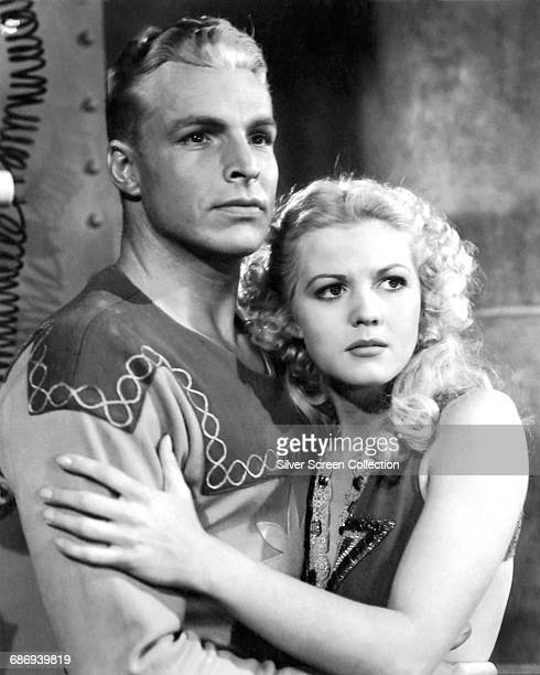 Actors Buster Crabbe as Flash Gordon and Jean Rogers as Dale Arden in the 1936 film serial 'Flash Gordon' 1936