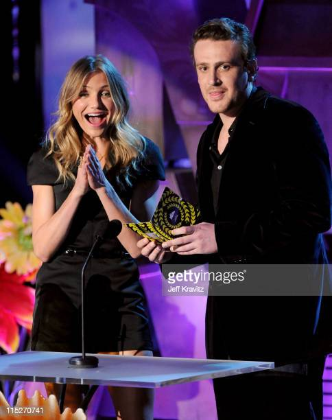 Actors Cameron Diaz and Jason Segel speak onstage during the 2011 MTV Movie Awards at Universal Studios' Gibson Amphitheatre on June 5 2011 in...