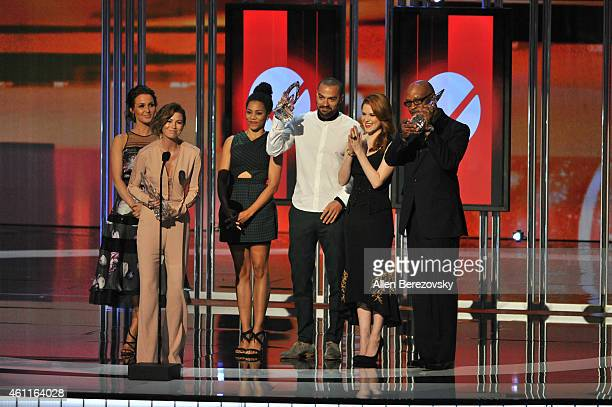 Actors Camilla Luddington Ellen Pompeo Kelly McCreary Jesse Williams Sarah Drew and James Pickens Jr accept the Favorite Network TV Drama award...