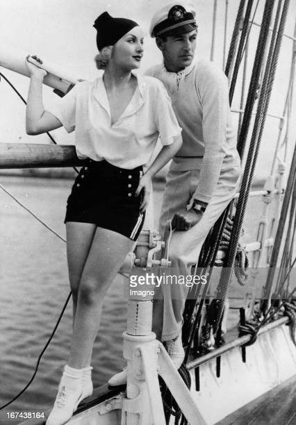 Actors Carol Lombard and Cary Cooper on holiday on a yacht About 1930 Photograph Die Schauspieler Carol LOmbard und Cary Cooper machen Urlaub auf...
