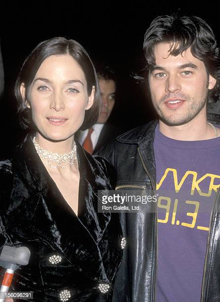Actors CarrieAnn Moss and Steven Roy attend the 'Chocolat' Beverly Hills Premiere on December 11 2000 at Samuel Goldwyn Theatre in Beverly Hills...