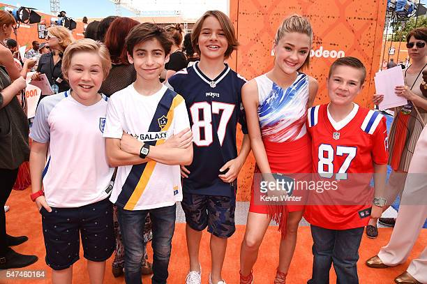 Actors Casey Simpson Aidan Gallagher Mace Coronel Lizzy Greene and Jet Jurgensmeyer attend the Nickelodeon Kids' Choice Sports Awards 2016 at UCLA's...