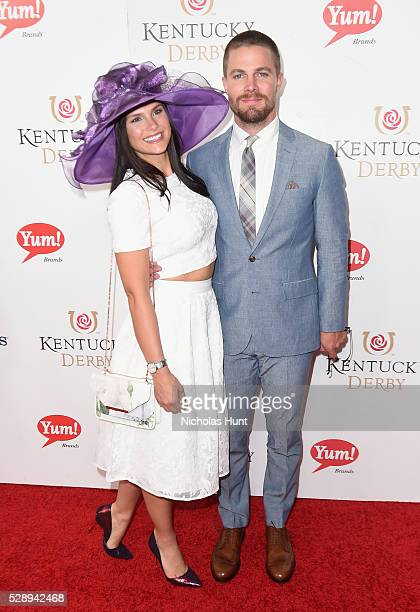 Actors Cassandra Jean and Stephen Amell arrive at the 142nd Kentucky Derby at Churchill Downs on May 7, 2016 in Louisville, Kentucky.