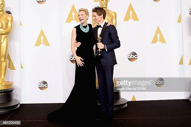 Actors Cate Blanchett and Eddie Redmayne winner of the Best Actor in a Leading Role Award for 'The Theory of Everything' pose in the press room...