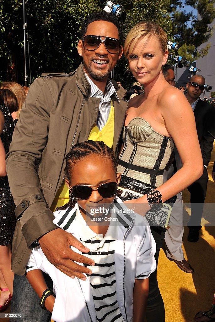 2008 MTV Movie Awards - Red Carpet : News Photo