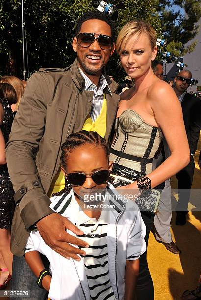 ACCESS*** Actors Charlize Theron Will Smith and son Jaden Smith arrive to the 2008 MTV Movie Awards on June 1 2008 at the Gibson Amphitheatre in...
