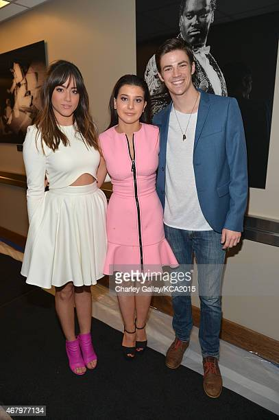 Actors Chloe Bennett Katherine Herzer and Grant Gustin attend Nickelodeon's 28th Annual Kids' Choice Awards held at The Forum on March 28 2015 in...