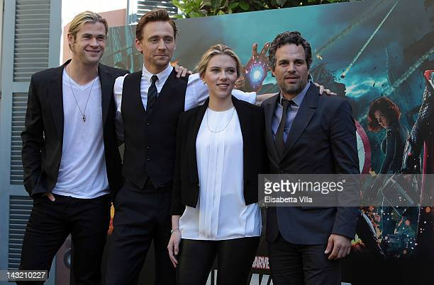 Actors Chris Hemsworth Tom Hiddlestone Scarlett Johansson and Mark Ruffalo attend The Avengers photocall at De Russie Hotel on April 21 2012 in Rome...