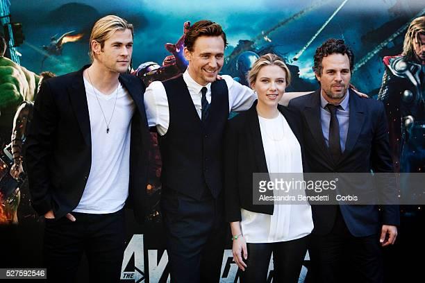 Actors Chris HemsworthTom Hiddleston Scarlett Johansson and Mark Ruffalo pose during the photocall of the film 'The Avengers' on April 21 2012 in...