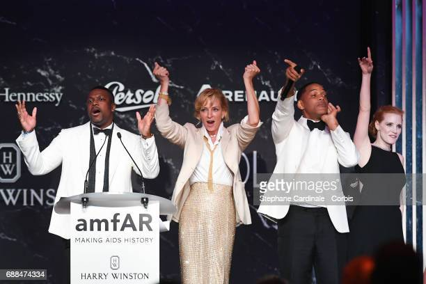 Actors Chris Tucker Uma Thurman Will Smith and Jessica Chastain attend the amfAR Gala Cannes 2017 at Hotel du CapEdenRoc on May 25 2017 in Cap...