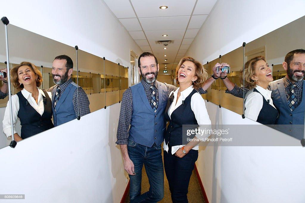 'Vivement Dimanche' French TV Show At Pavillon Gabriel In Paris : Photo d'actualité