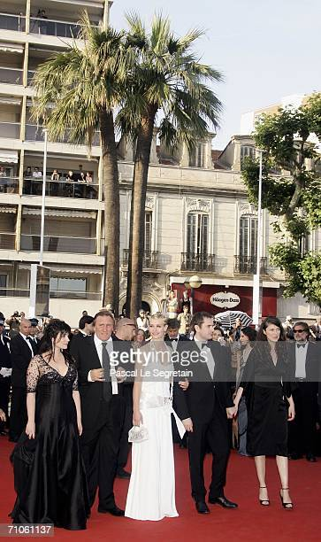 Actors Christine Citti Gerard Depardieu Cecile De France and director Xavier Giannoli and unidentified guest attend the 'Quand J'Etais Chanteur'...
