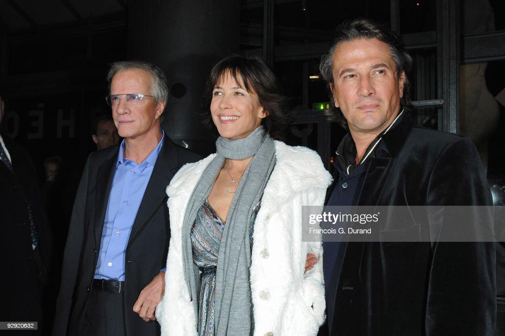 Actors Christopher Lambert and his companion, Sophie Marceau and director Alain Monne attend the premiere of 'L'Homme de chevet' at Cinematheque Francaise on November 9, 2009 in Paris, France.