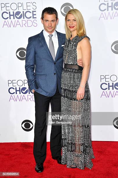 Actors Claire Danes and Hugh Dancy arrive at the People's Choice Awards 2016 at Microsoft Theater on January 6 2016 in Los Angeles California