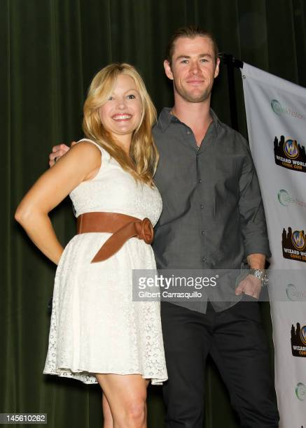 Actors Clare Kramer and Chris Hemsworth attend Wizard World Philadelphia Comic Con 2012 at Pennsylvania Convention Center on June 2 2012 in...