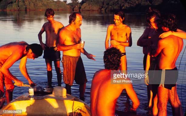 Actors Claudio Marzo, Almir Sater, Marcos Winter, Cristiana Oliveira, Angelo Antonio and others relax at the riverside during a break on the...