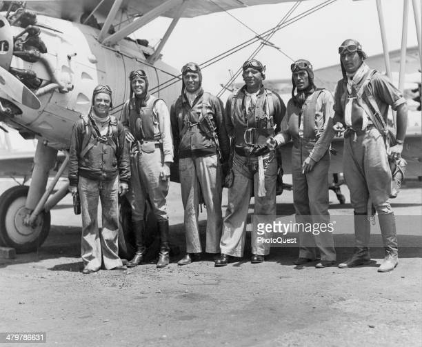 Actors Cliff Edwards Clark Gable and Wallace Beery pose with Naval Aviators Lt John Thatch USN Lt Duckworth USN and Lt Southworth USN during the...