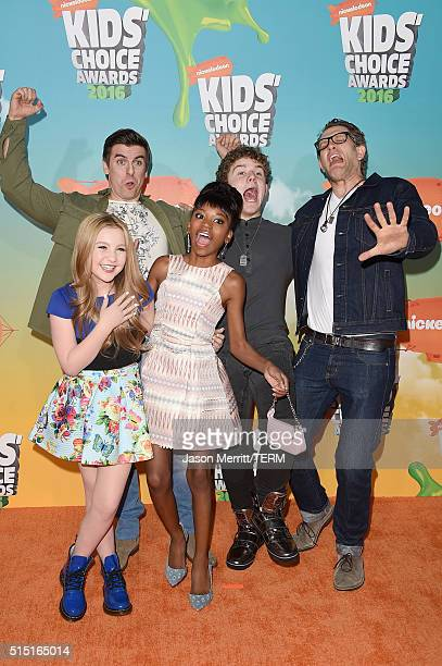 Actors Cooper Barnes Ella Anderson Riele Downs Sean Ryan Fox and Jeffrey Nicholas Brown attend Nickelodeon's 2016 Kids' Choice Awards at The Forum on...