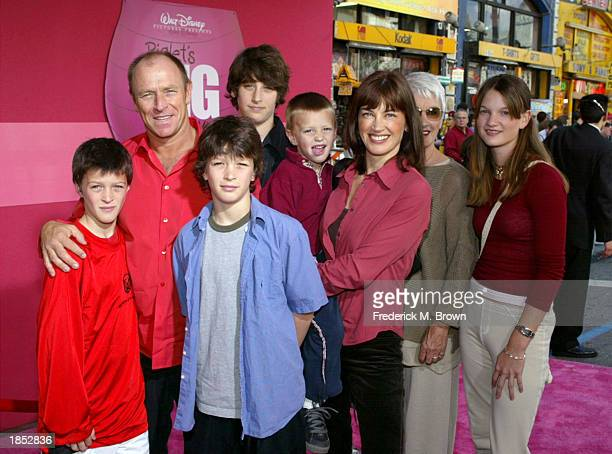 Actors Corbin Bernsen his wife Amanda Pays and family attend the film premiere of Piglet's Big Movie at the El Capitan Theater on March 16 2003 in...